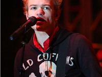 Lavigne married Deryck Whibley, frontman to the band Sum 41, on July 15, 2006.
