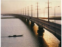 Jamuna Bridge: one of the longest bridges in the world.