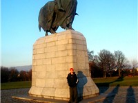 Statue of Robert the Bruce near Bannockburn monument