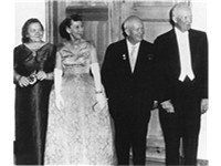 From left to right: Nina Kukharchuk, Mamie Eisenhower, Nikita Khrushchev and Dwight Eisenhower at a 