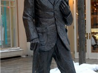 A statue of Shaw in Niagara-on-the-Lake
