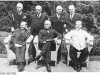 Sitting (from left): Clement Attlee, Harry S. Truman, Josef Stalin; behind: William Daniel Leahy, Er