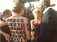 Project Runway season three finalist Laura Bennett interviews Klum and Seal at the 59th Emmy Awards.