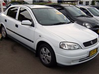 The 1998 Holden Astra continued Holden's trend of sourcing its mid-size and smaller model lines from