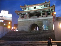 The main landmark of Hsinchu is its East Gate. Remnants of the old moat surrounding the walled city