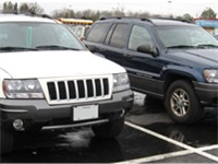 Pre- and post-facelifted WJ Grand Cherokees, right and left respectively