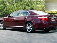 The long-wheelbase Lexus LS 460 L (USF41)