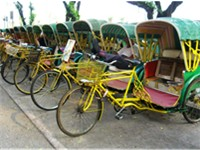 Trishaw used to be a major public mode of transport in Macau. But now it is only for sightseeing pur