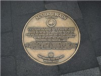 A plaque honoring Mark Twain on the Sydney Writers Walk in Sydney, Australia