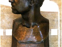 Pau Casals' bust at the Palau Flix Millet Hall, by Brenda Putman (1928)
