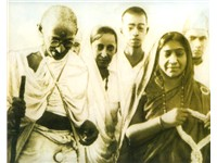 Mahatma Gandhi and Sarojini Naidu during the March.