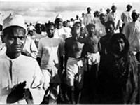 Gandhi on the Salt March, Sarojini Naidu on the right.