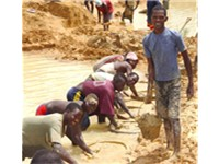 Diamond miners in Kono District