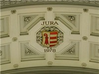 The coat of arms of the Canton of Jura has been set apart in the dome of the Federal Palace. The can