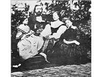 Th ophile Gautier, his wife Ernestina Grisi-Gautier and their daughters Estelle and Judith. Photogra
