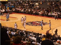 A game between the Raptors and the Nuggets, 10 March 2006