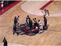 A game between the Raptors and the Sixers, 19 December 2005
