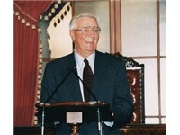 Former Vice President Mondale giving a lecture in the Senate in September 2002