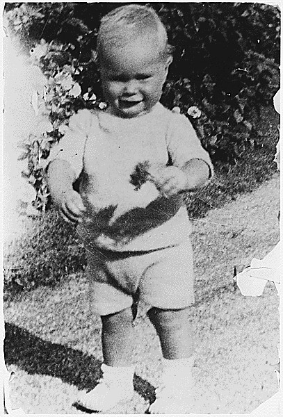Young George H. W. Bush taking his first steps at his grandfathers ...