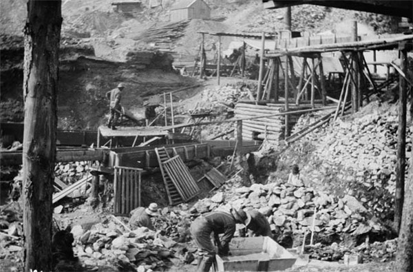 klondike gold rush miners. A typical gold mining